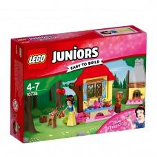 LEGO® Juniors | Snieguolės trobelė miške | 10738