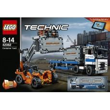 LEGO Technic Konteinerių kiemas 42062